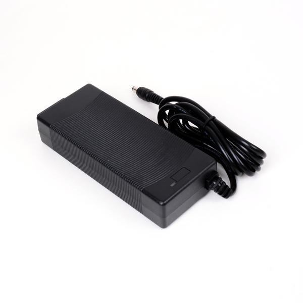 [프라임디렉트]  프라임디렉트 25.2V 2A 해외인증 리튬이온 배터리 충전 아답터